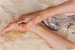 Yuuki Ryo Raising Bare Foot Covered In Cum High Heeled Shoe