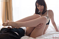Kisaki Aya Sitting On Bed Knees Raised Showing Cum Over Her Bare Feet