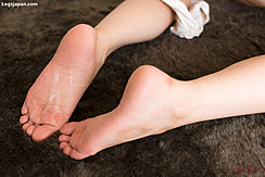 Yoshida Mio With Cum Over The Soles Of Her Bare Feet